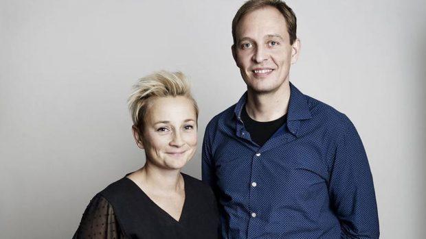 """Succes Kriteriets vært Ane Cortzen med iværksætter Martin Bjergegaard som bliver interviewet i afsnit 8 sæson 1 """"Modgang"""". Foto: Emil Hougaard for Berlingske."""